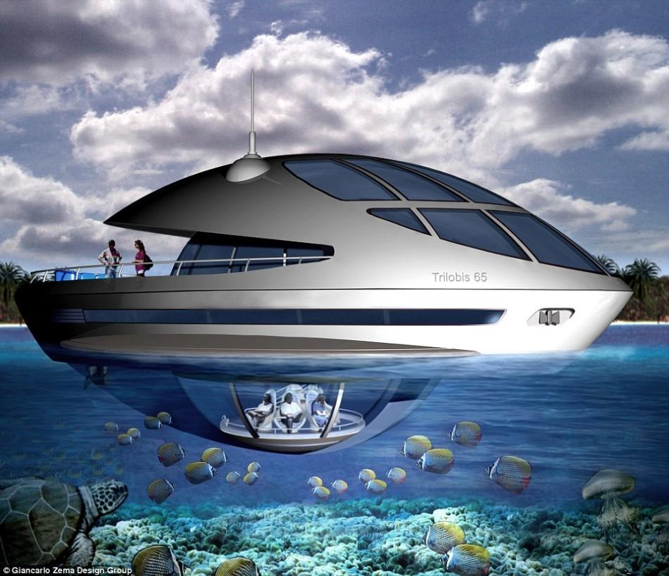 这艘游艇有一个水下观景舱,能够容纳六名乘客,为他们提供绝佳的景观。