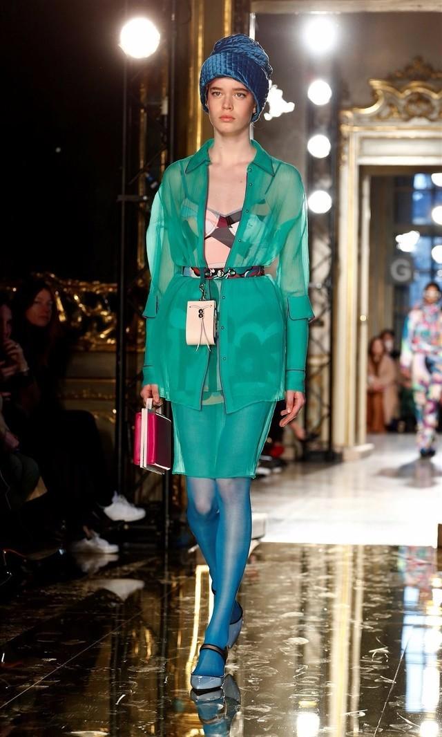 3D打印也时尚 GUCCI米兰时装周拎着人头走秀