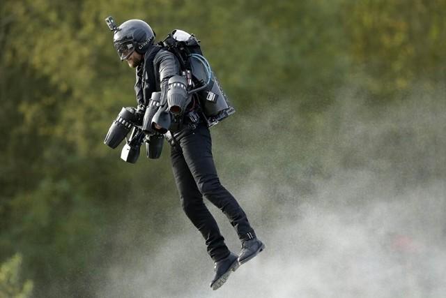 你想飞吗?就好像钢铁侠那样酷炫的飞起来。可以!只要你拥有45万美元。