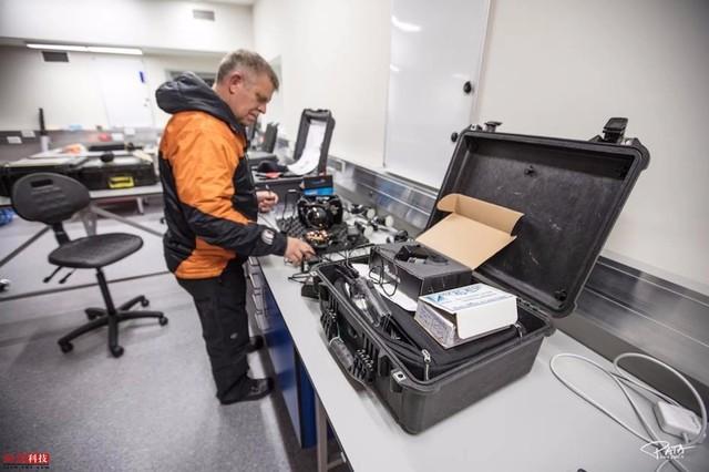 打穿冰层探秘海底生态 科学家探索南极