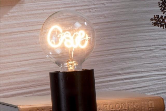 如果你想在家里营造一些浪漫的气氛,这款灯泡也是一个很好的选择。