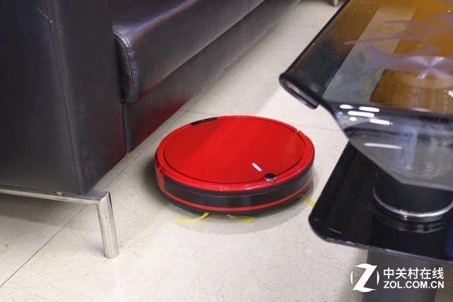 福玛特6600尺寸为320*85mm,非常小巧,同时,超薄的机身可轻松进入沙发、茶几、床底、柜底,清扫死角毫无压力,这些人工清扫不到死角,交给它就好了。