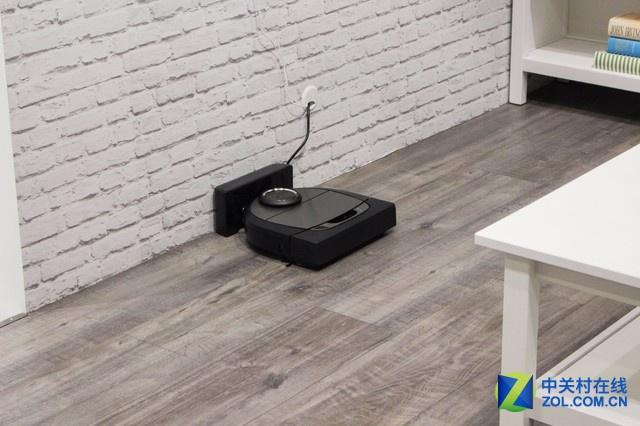 当扫地机器人没电的时候会自动返回充电,并有断点续航的特点。